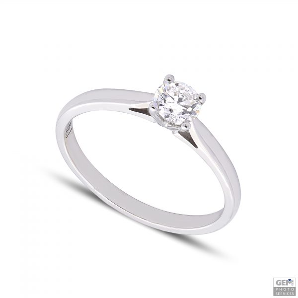 Класически годежен пръстен от 18к бяло злато с диаманти