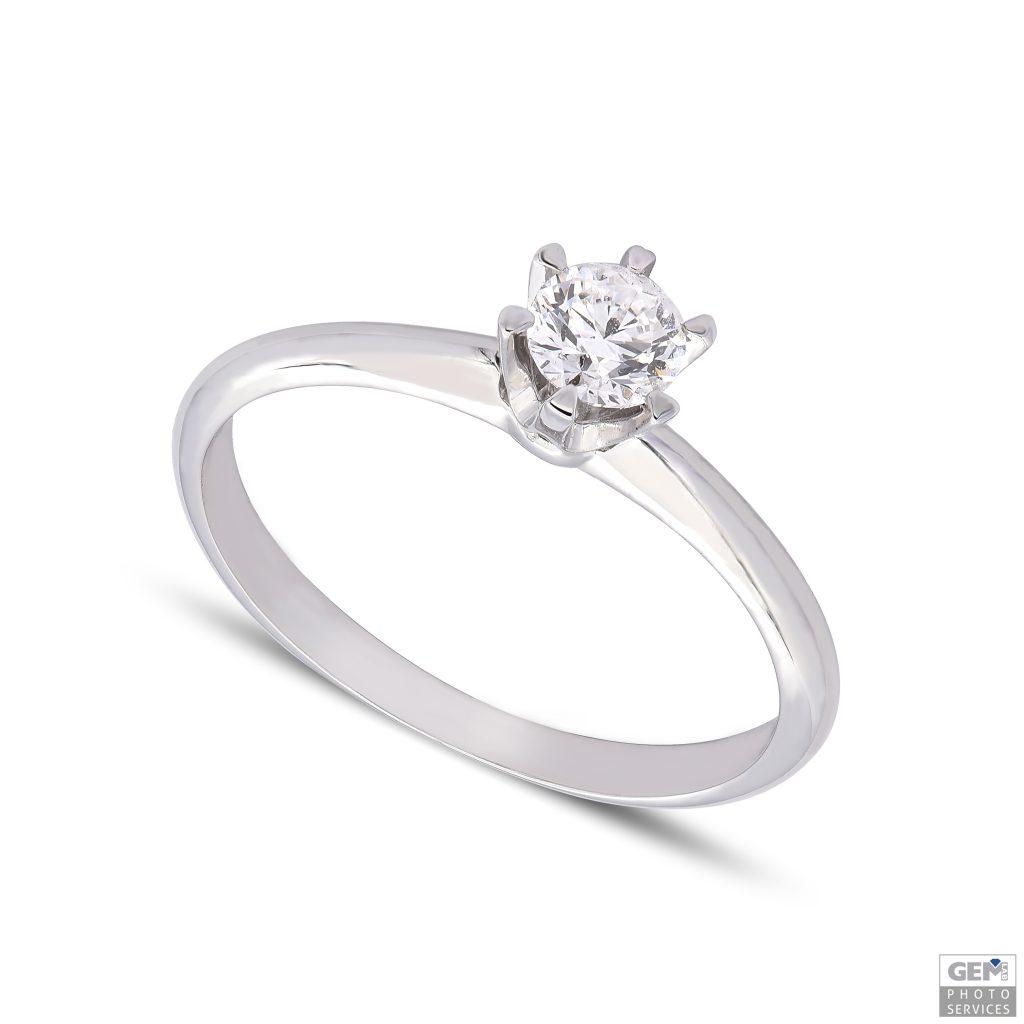 Класически годежен пръстен с диамант 0,30 крт от 18к бяло злато